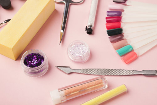 manicure-supplies-on-pink-background-2CD8EURhd